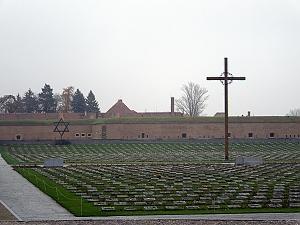 Národní hřbitov před Malou pevností