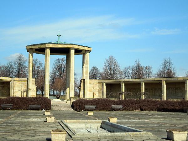 Gloriet - vstup do Památníku Lidice
